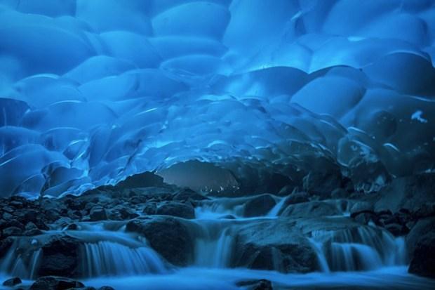 sotto una carta da parati del ghiacciaio