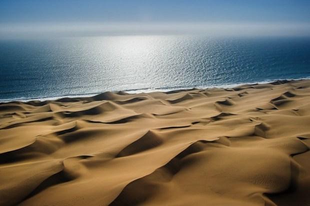 sfondi di dune di sabbia sul mare