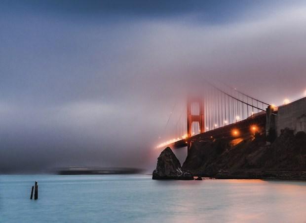 Carta da parati Foggy golden gate bridge