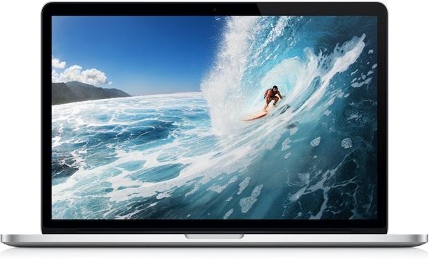 Colpo prodotto Apple di MacBook Pro Retina con un'onda da surfista