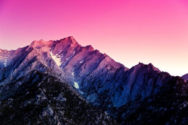 Sfondo di montagne rosa Android da Kit Kat 4.4
