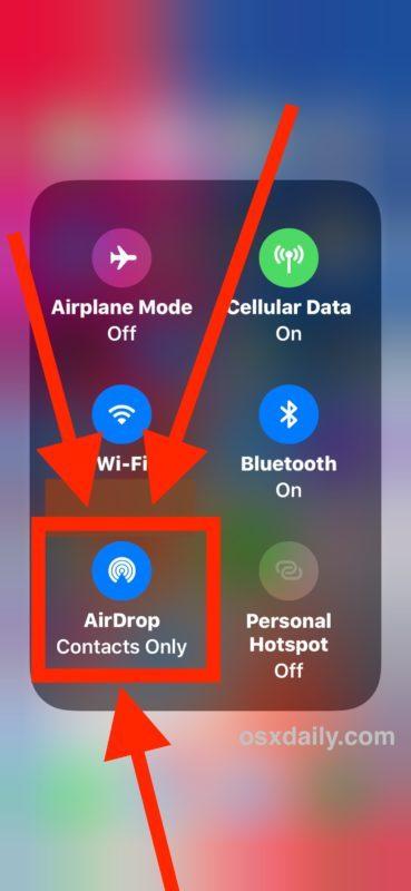 Tocca il pulsante AirDrop nel Control Center espanso di iOS 11