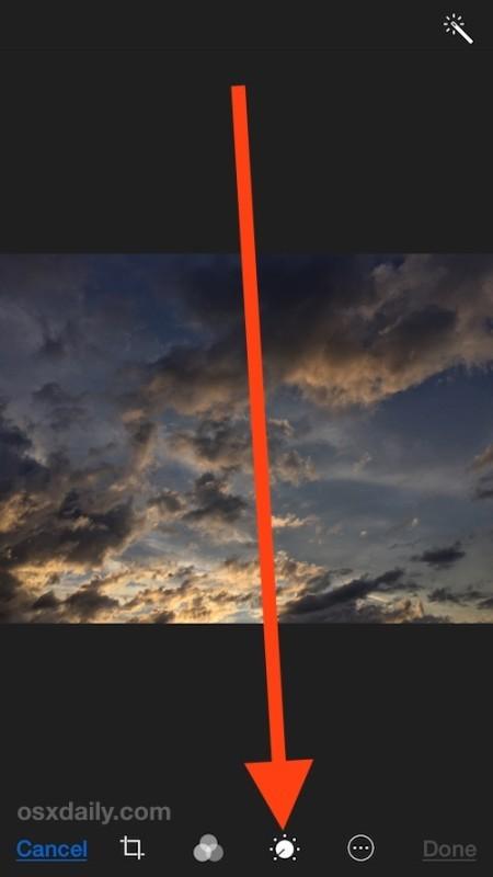 Scegli il pulsante dell'editor del colore e del contrasto nell'app Foto iOS
