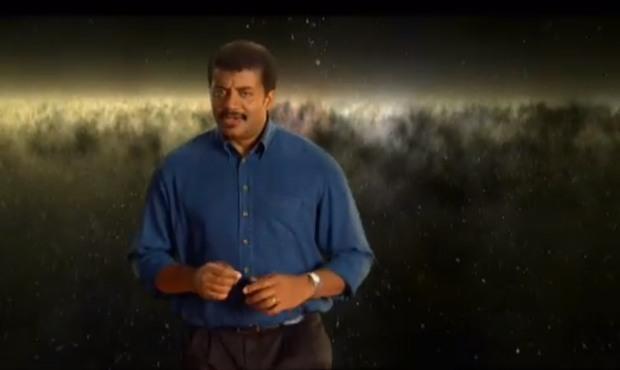 La riproduzione video ingrandita sul televisore rimuove i bordi neri