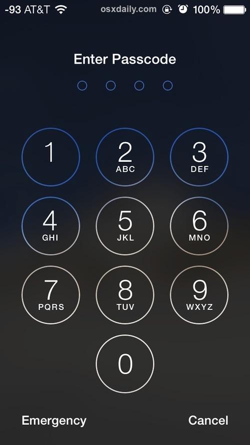 La schermata di inserimento del passcode su un iPhone bloccato