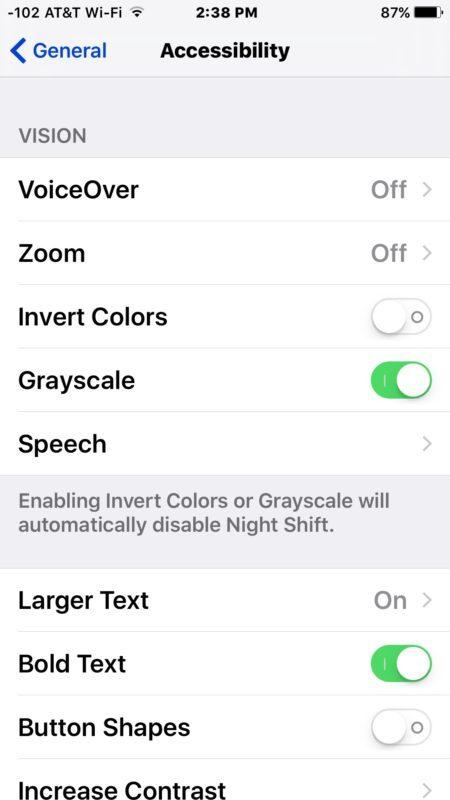 Disattiva la modalità scala di grigi per uscire dallo schermo bianco e nero su iPhone