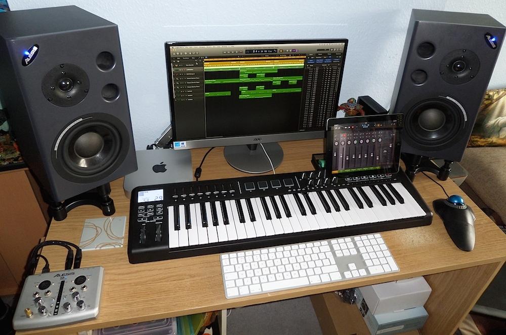 L'installazione di Mac Mini di un compositore di musica professionale