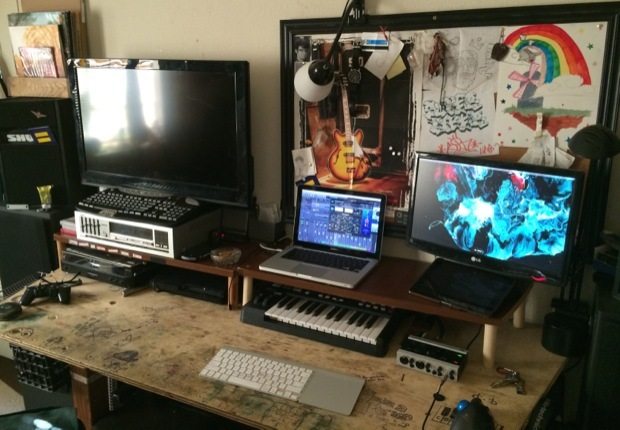 mac-desk-setup-audio-engineering-studenti-1