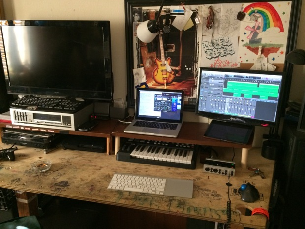 mac-desk-setup-audio-engineering-studenti-2
