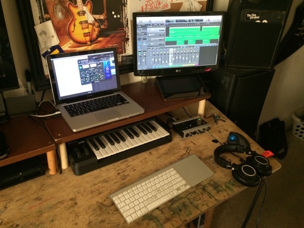 mac-desk-setup-audio-engineering-studenti-4
