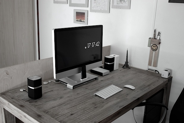 Configurazione della scrivania iMac di uno studente ingegnere elettrico