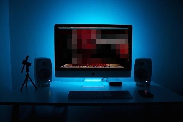 iMac con retroilluminazione a LED blu